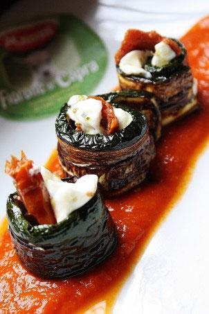 Antipasto di zucchine al forno con caprino